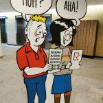 Twee uitgeknipte poppen lezen goed en slechte communicatie
